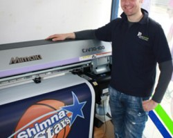 Plus2Print's Gavin Oakes and the company's Mimaki CJV30-100
