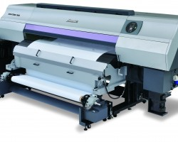 Companies investing in a Mimaki UJV500 LED UV roll-to-roll printer before the end of May 2015 will benefit from a 3 year war