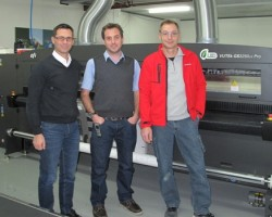 André Stutz (left), Marco Schuhmacher and Herbert Voser are very happy with the quality and reliability of their fourth VUTEk printer