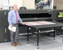 APN Display Directors Paul Nicholls (left) and Richard Thomas with the EFI VUTEk H2000 LED UV hybrid printer from CMYUK