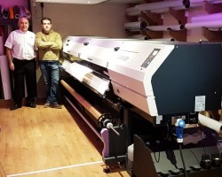 GPMI Reprocentre's Bill Forde (left) with Sign Script's Brendan Nugent (right) with the newly installed Mimaki UJV55-320.