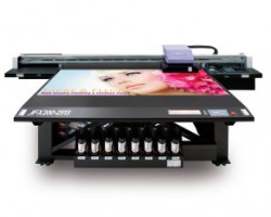 The Mimaki JFX200 now sports clear ink to add further creative opportunities.