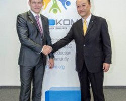 European launch Newly-elected PROKOM chairman Andy Barber (left), of imail, UK Mail, joins Ken Osuga, President of Konica Minolta Business Solutions Europe, at the official launch of the new user group community