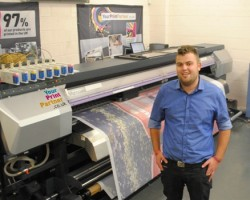 Your Print Partner's Stuart Maclaren with the company's new Mimaki JV5-320DS